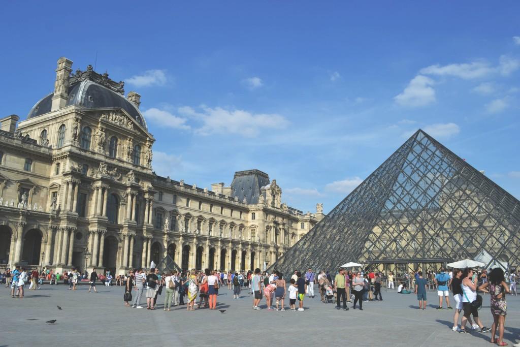 travel-around-paris