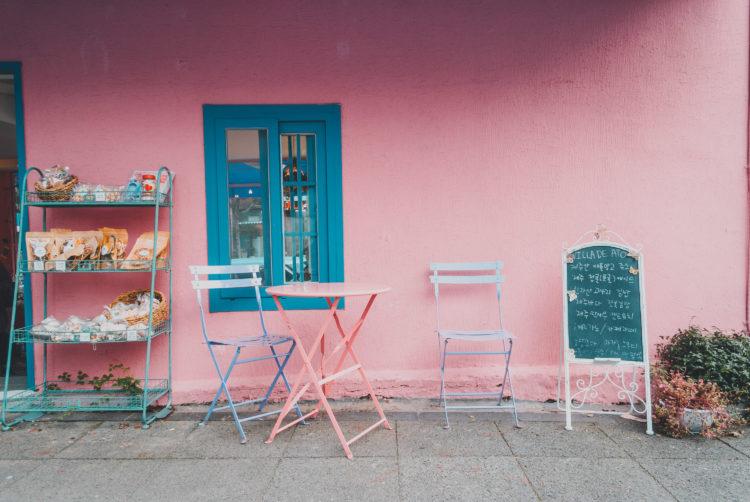 Pink cafe near Lee Jung Seop Street