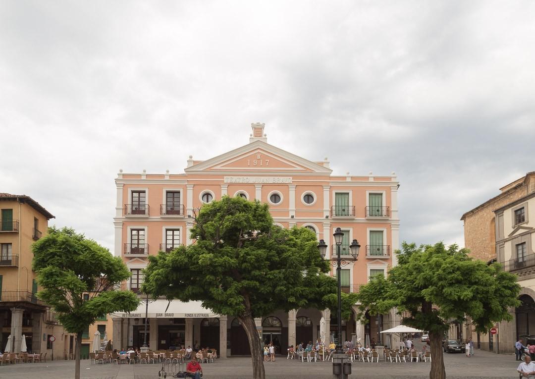 Pinkish theter building in Plaza Mayor, Segovia